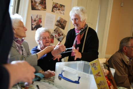 lea-valley-u3a-volunteers-reminiscing-with-cats-cradle
